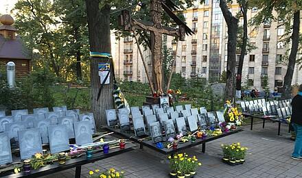 Gedenktafeln fur jeden Einzelnen der im Februar 2014 am Maidan erschossen wurde