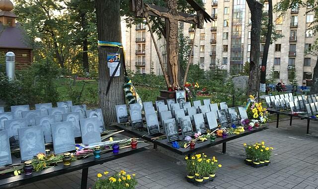 Gedenktafeln für jeden Einzelnen, der im Februar 2014 am Maidan erschossen wurde