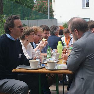 Gespräche während der Mittagspause