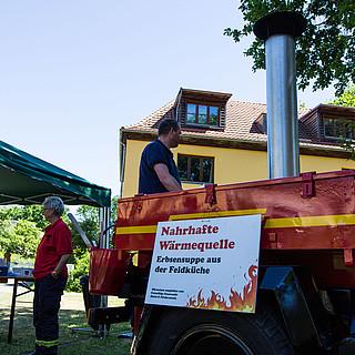 Verpflegung am Stand der Freiwilligen Feuerwehr